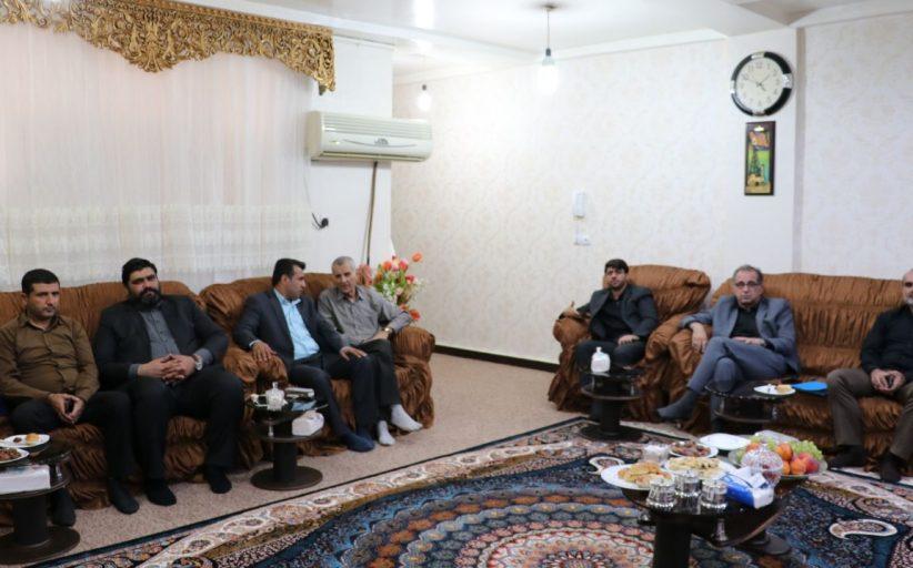 عیادت شهردار و اعضای شورای شهر از خبرنگار پیشکسوت مسجدسلیمان