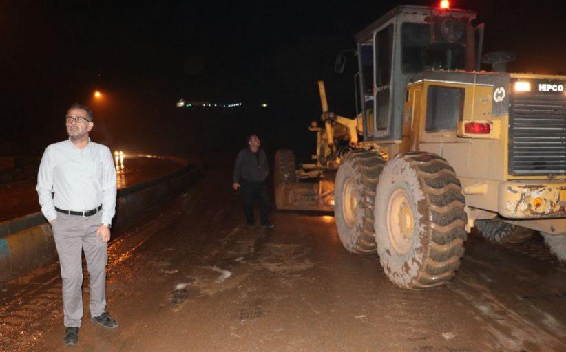 بازدید شهام سلیمانی شهردار و اعضای شورای اسلامی شهر از نقاط آب گرفتگی شهر مسجدسلیمان