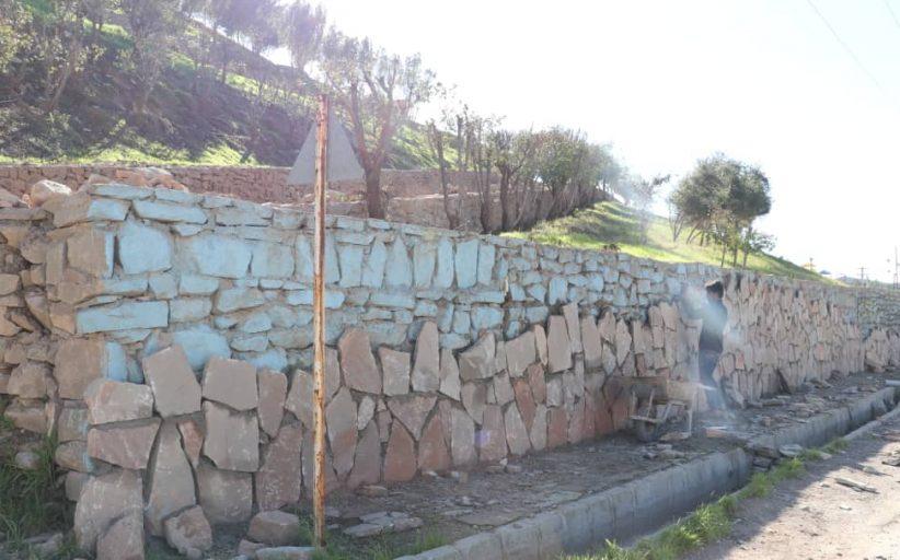 طرح نماکاری سنگی تپه شهدای گمنام نفتک، توسط شهرداری مسجدسلیمان اجرا می شود