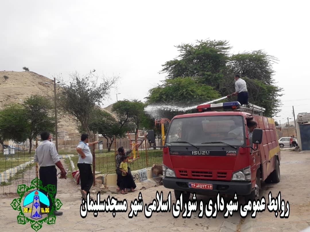 در ادامه عملیات پیشگیری و مقابله با ویروس کرونا، ضدعفونی منطقه بازار تمبی توسط شهرداری مسجدسلیمان