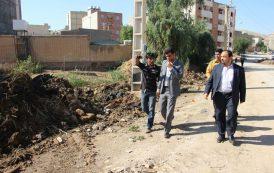 سرپرست شهرداری مسجدسلیمان: کانال فاضلاب منطقه هشت بنگله ورودی فاز ۲ در حال لایروبی است+تصاویر