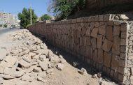 اجرای عملیات احداث دیوار حائل سنگی در مناطق مختلف شهر، توسط شهرداری مسجدسلیمان